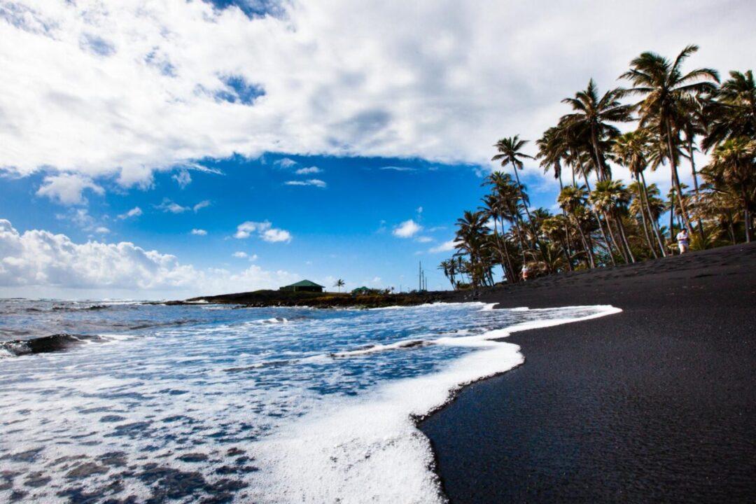 Black Sand Beach: Conheça algumas das raras e exóticas praias de areia preta